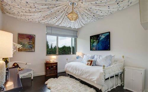 Trang trí voan trần nhà cho phòng trẻ nhỏ