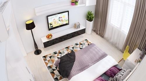 Tấm thảm dưới giường có nhiều gam màu tương phản tạo nét bắt mắt cho căn phòng.