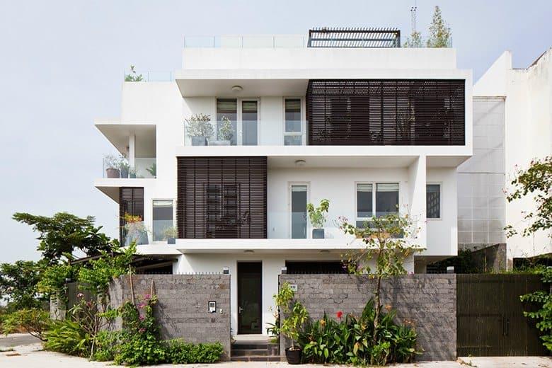 Nhà 3 tầng có không gian mở mang đến sự kết nối thiên nhiên.